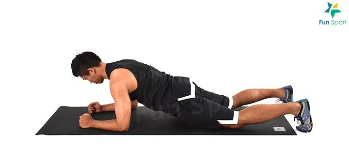 ※ 簡易版本:撐不起來可以用雙膝著地的方式或雙手在椅子上進行。