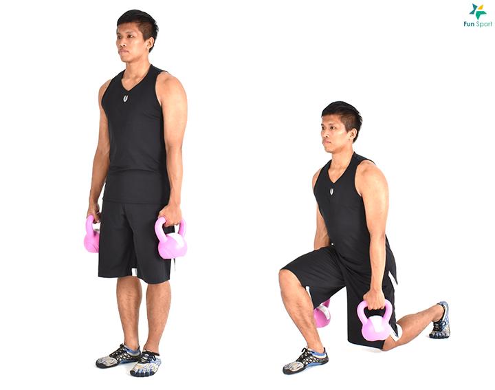 壺鈴弓箭步 挑選合適的重量, 雙手各持一個壺鈴,垂於身體兩側。 身體挺直, 核心繃緊, 雙腳與髖同寬。 一腳前踏, 身體下沉至膝蓋彎曲呈90 度,然後站起。 一腳完成反覆次數後再換腳,一腳12 下5 組。