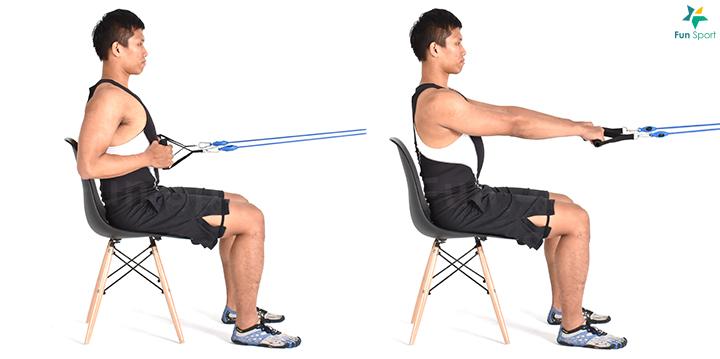 上肢水平拉 ‧ 彈力帶肩推 1. 立姿雙腳踩住彈力帶,雙手將彈力帶拉至鎖骨附近。 2. 膝蓋微彎,核心繃緊,身體保持挺直,將彈力帶上舉過頭。 3. 手臂完全伸直在耳朵兩側,再慢慢放回起始位置,可做3 組,每組12 下。 簡易版本:可以採坐姿降低高度,減輕彈力帶的阻力。 ‧ 彈力帶坐姿划船 1. 將彈力帶固定好,雙手與肩同寬反手握住彈力帶。 2. 肩胛骨夾緊,將彈力帶拉至胸部,動作過程中上半身不後仰,然後再回到 起始姿勢。 3. 重複3 組12 下。