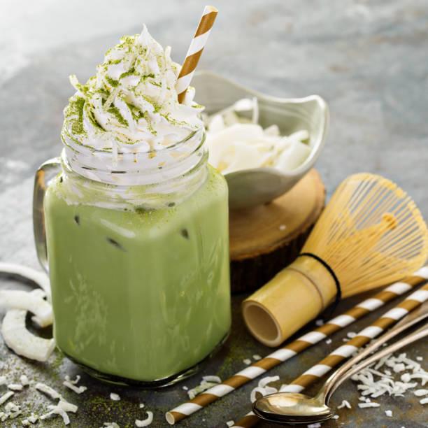 抹茶星冰樂Matcha Frappuccino3g抹茶粉用50ml熱水沖開,用茶筅將抹茶粉和水混合 加入15ml煉乳攪勻 果汁機內放入牛奶冰塊7塊(提前將牛奶冰成冰塊這樣味道才不會變淡) 倒入抹茶,打成冰沙
