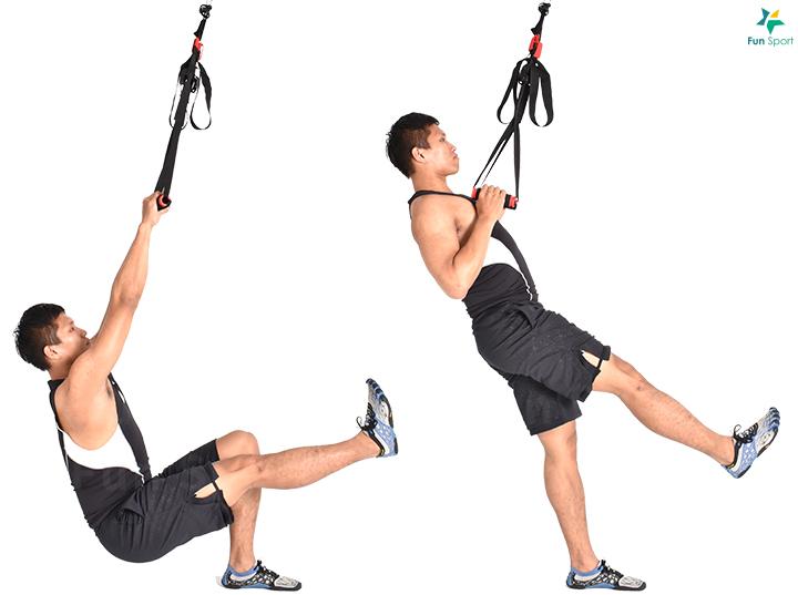 三 下肢推 ‧ 滑盤分腿蹲 1. 單腳踩於滑盤上, 向後滑 身體重心放低至另一腳膝蓋 彎曲至90 度。 2. 前腳用力站起身回到原本 位置。 3. 單腳完成反覆次數再換 腳,12 下4 組。