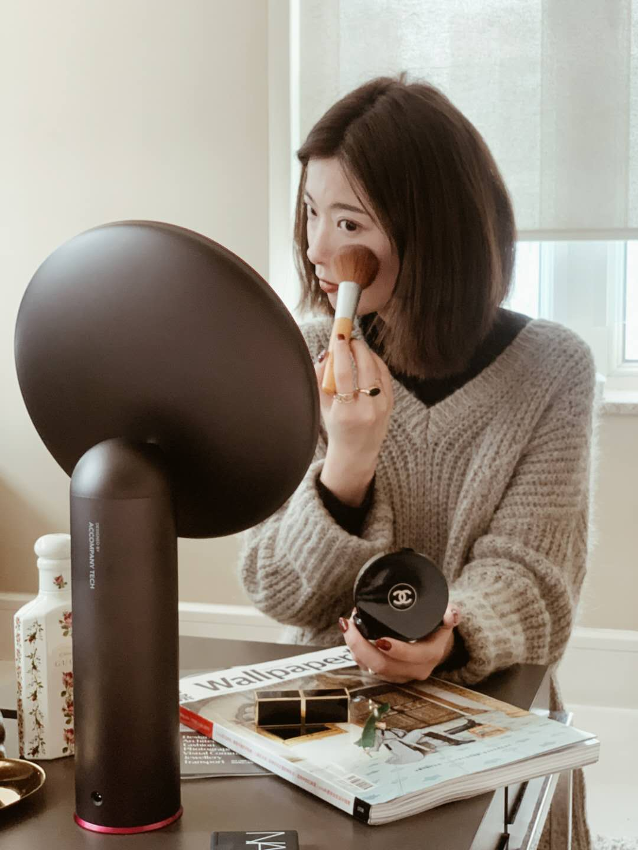 led化妝鏡好用嗎:可調高度