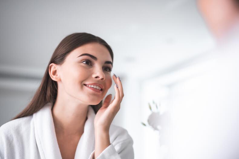 化妝水用法:用手輕撫