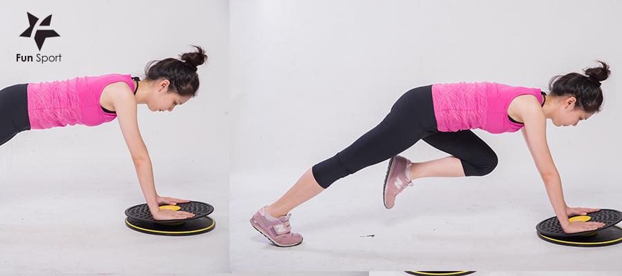 可以做深蹲、單腳蹲、跨蹲...等等下半身的肌力訓練,在平衡板上因為錶面不穩定,因此需要更控制身體肌肉讓動做完成,效果加倍。