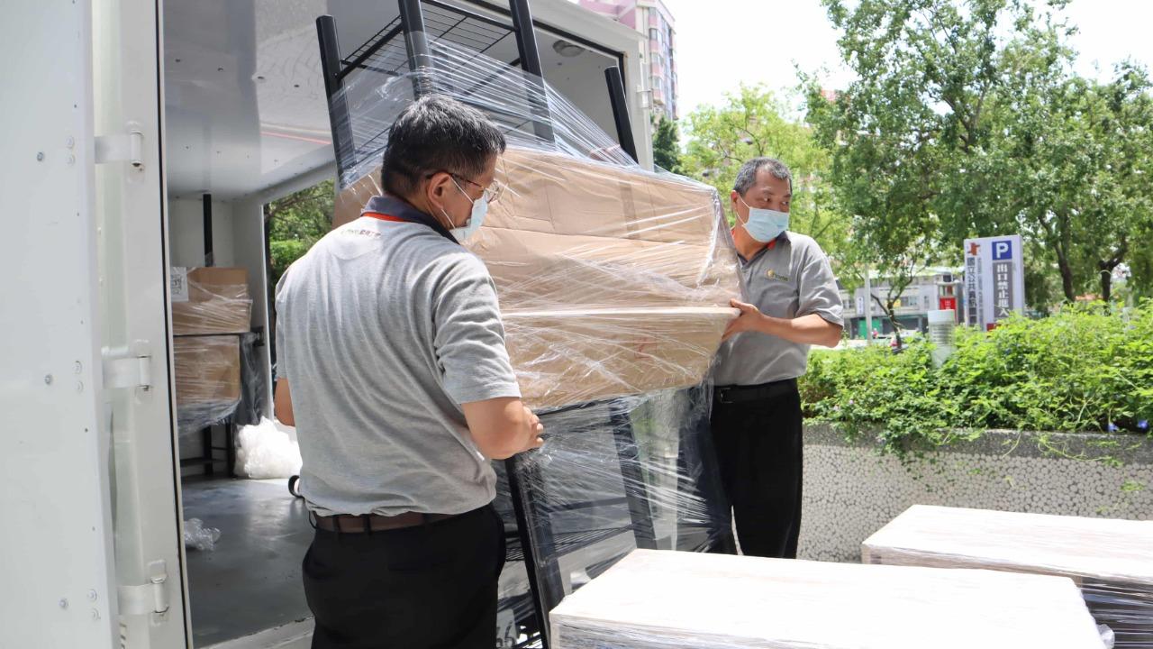 TZUMii厝覓於9月捐贈多件書櫃給國資圖