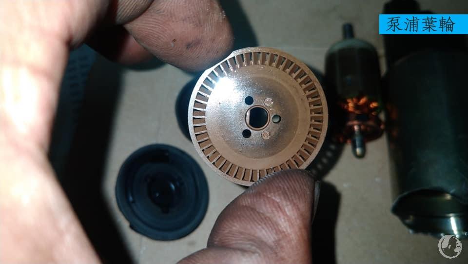 拆解損壞的汽油泵浦-泵浦葉輪
