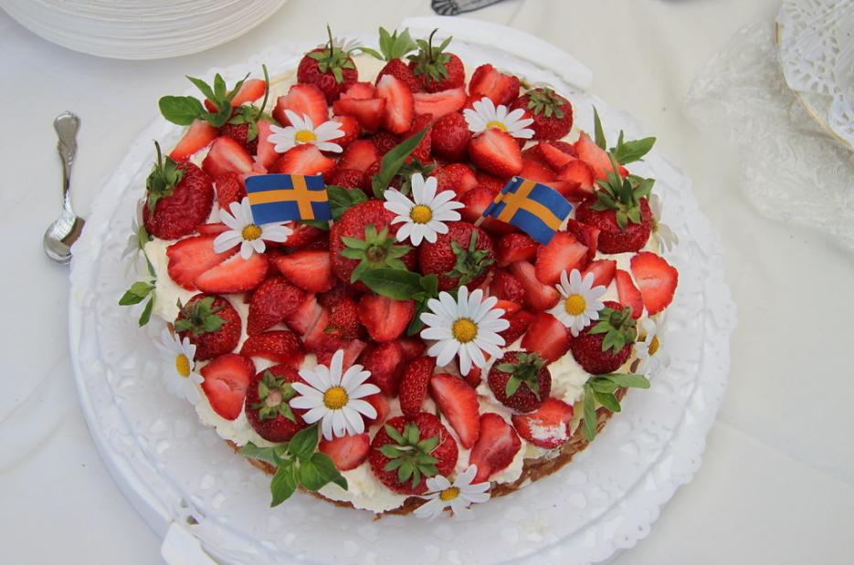 搭配當季現採的新鮮草莓作為甜點