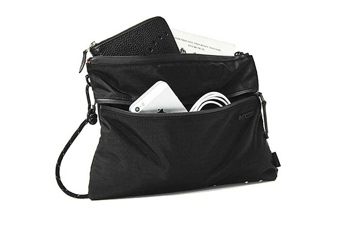 側背小包可收納多個重要物品