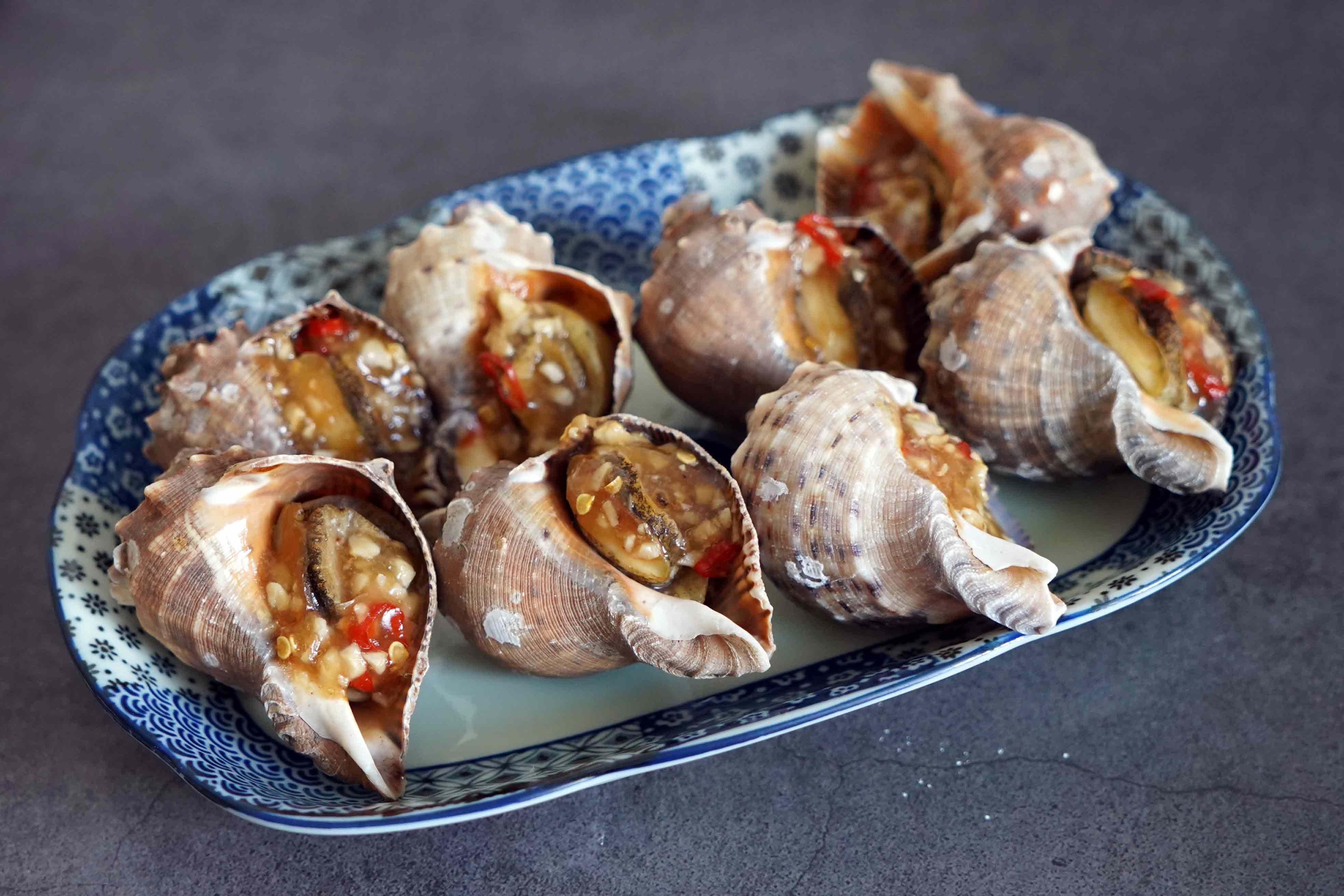 烤肉不要只會烤肉片!海王螺烤起來比肉還香