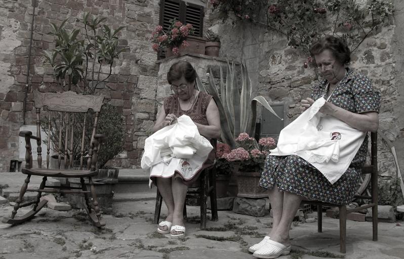 精湛的手工藝也是西西里女人必備的能力之一