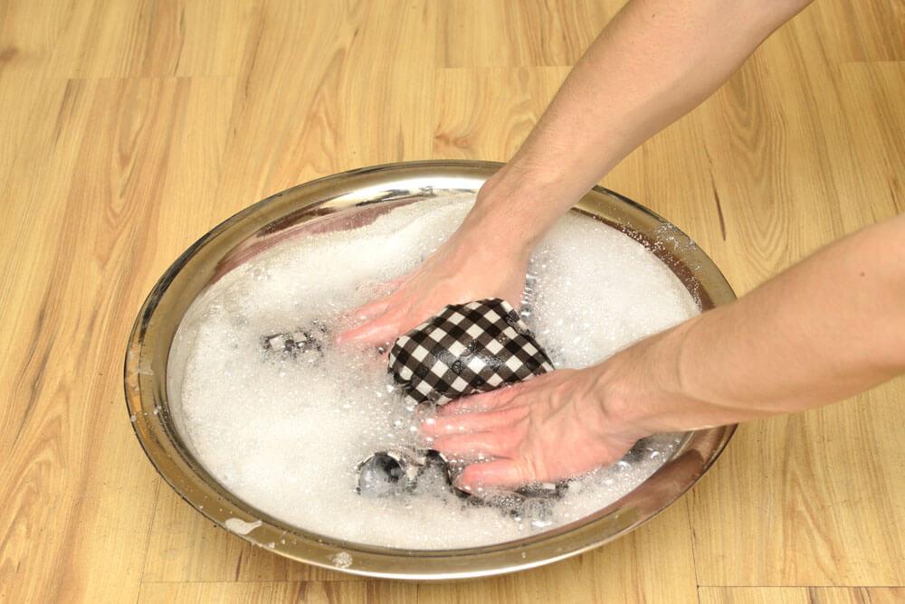 手洗針織衣服動作要輕柔