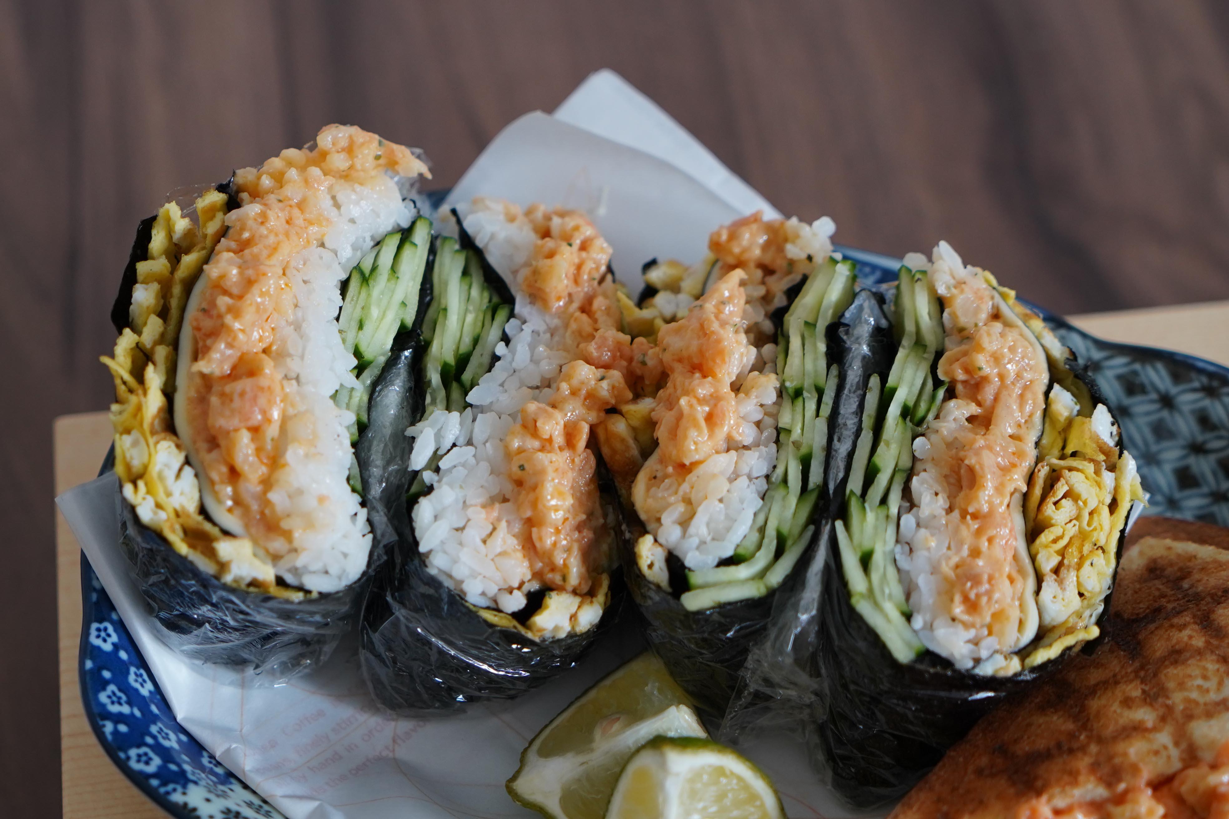 煙燻鮭魚沙拉握壽司