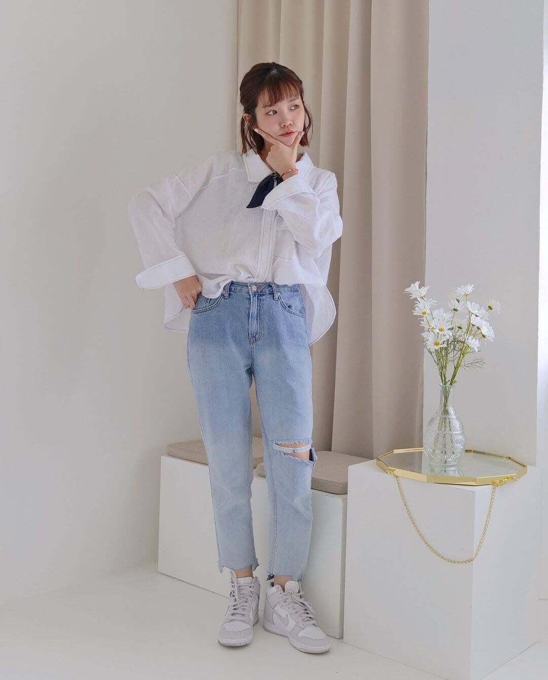 襯衫與牛仔褲是不退流行的簡約穿搭組合