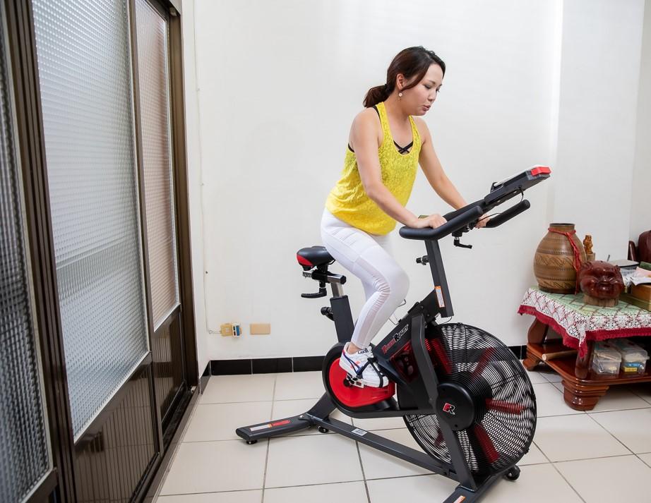 對膝蓋低衝擊且安全的IFT無限空氣阻力