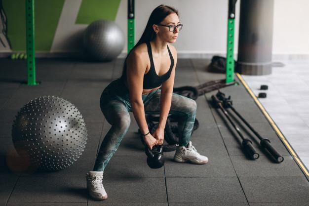 重量訓練-壺鈴深蹲-FunSport
