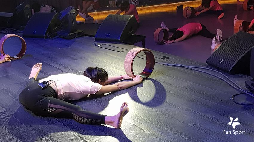 玩瑜珈輪,全身舒暢!她們都好厲害....(好習慣運動教室)