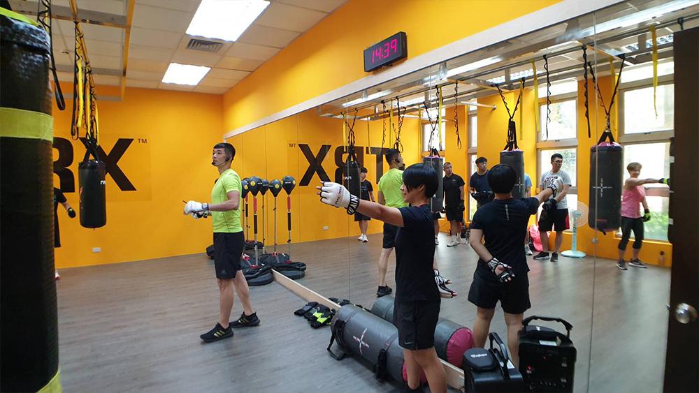 X-Training結合拳擊、體能、核心等訓練,在一堂課中,效率健身!比傳統拳擊有趣。比拳擊有氧更燃脂,能夠提供給愛健身的學員更棒的燃脂拳擊體驗