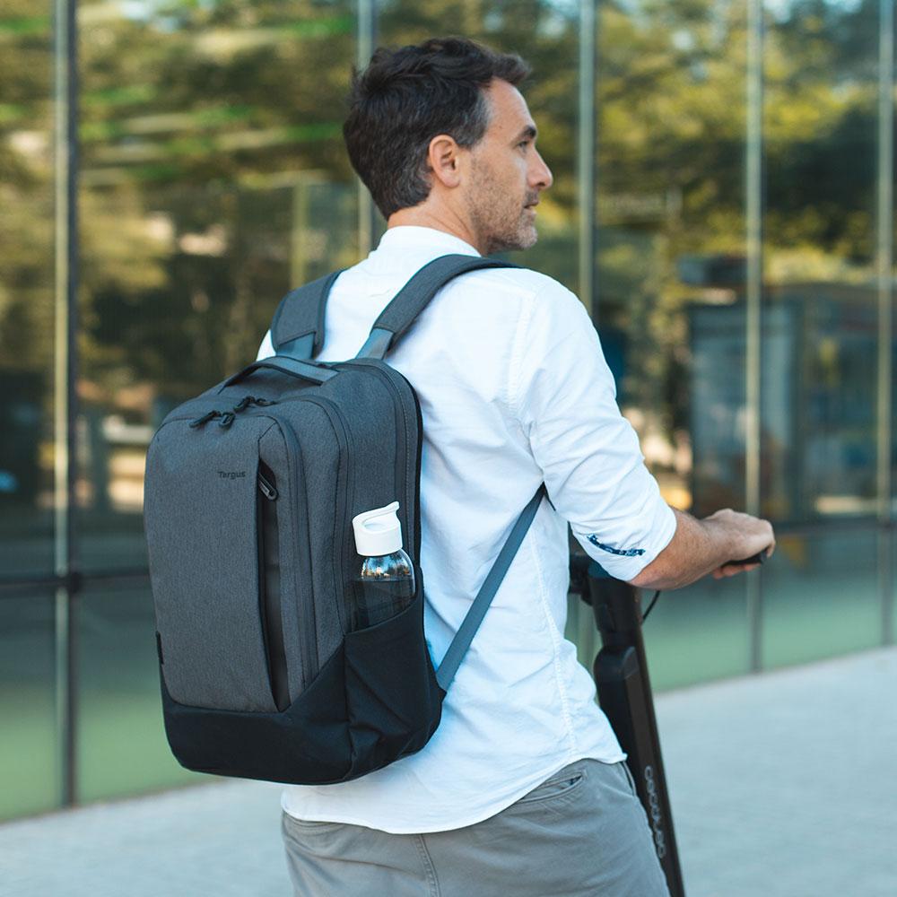 包袋大對決:筆電內袋vs筆電背包,該怎麼挑選?