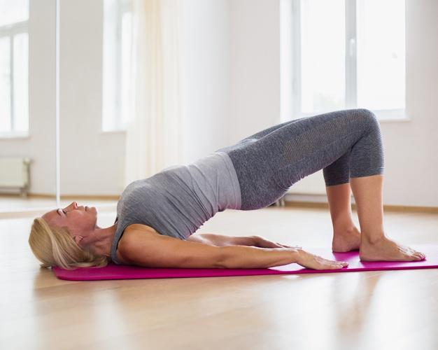 「仰臥挺身運動」又稱為「橋式運動」。在我們日常活動中,並不具有這樣的動作,所以必需刻意、用心去做這個動作。但因為平時很少做,只要一開始行動,便會獲得數以倍計的效果:肌耐力、柔軟度、平衡力,都會因而被喚醒。
