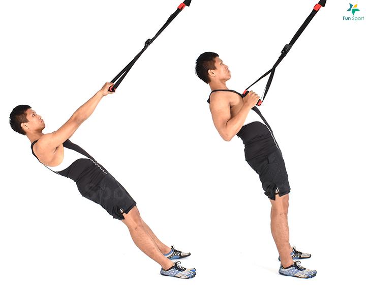 ※ 進階版本:拉長懸吊繩,身體越接近水平,操作越困難,或是將雙腳放在 抗力球上增加不穩定性。